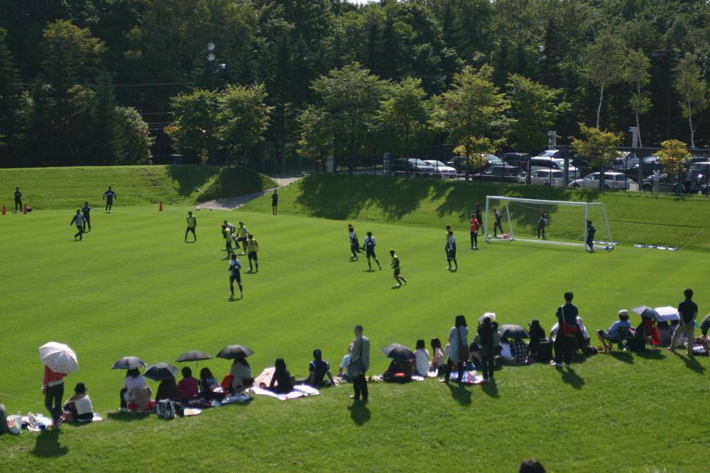 札幌ドーム屋外サッカー練習場(天然芝)がホヴァリングサッカーステージ更新用天然芝育成のため営業を休止に