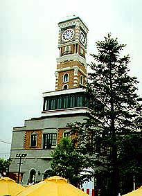 チョコレートファクトリーのドーレくんも登場するからくり時計塔