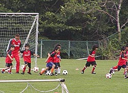 ジュニアサッカースクールのコーチたち1